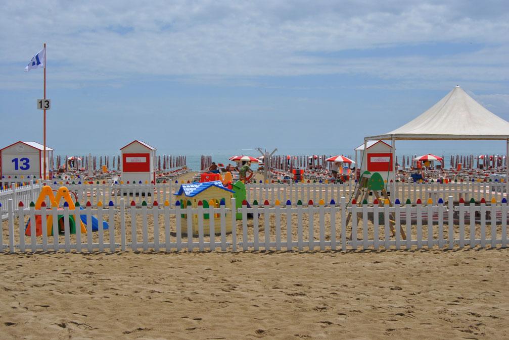 Matrimonio Spiaggia Caorle : Spiaggia caorle villaggio dell orologio